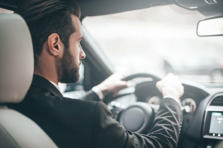 Sécurité routière: les hommes plus dangereux que les femmes au volant