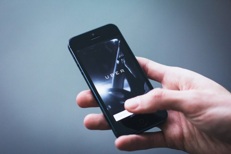 Voiture autonome: Toyota s'associe avec Uber