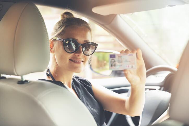 Le permis de conduire à 17 ans: quel impact sur l'assurance auto?