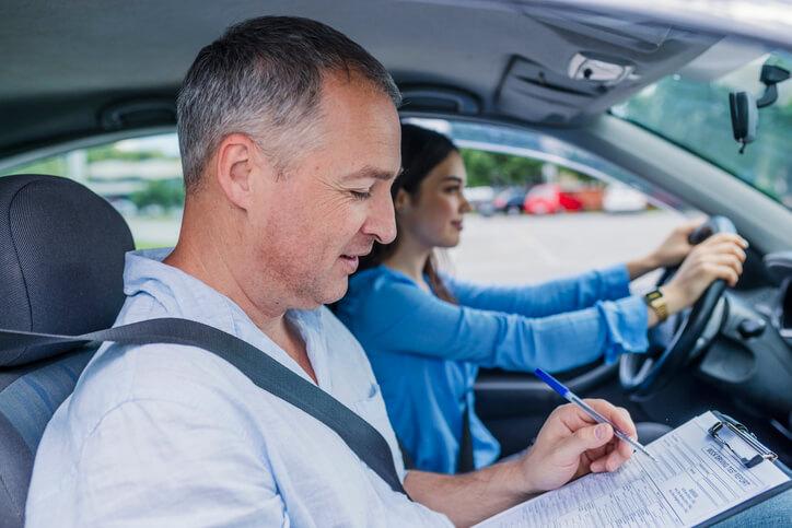 Baisse du prix du permis de conduire: les premières pistes de la réforme