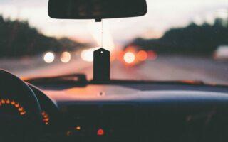 Les Français estiment payer trop cher leur assurance auto mais restent fidèles à leur assureur