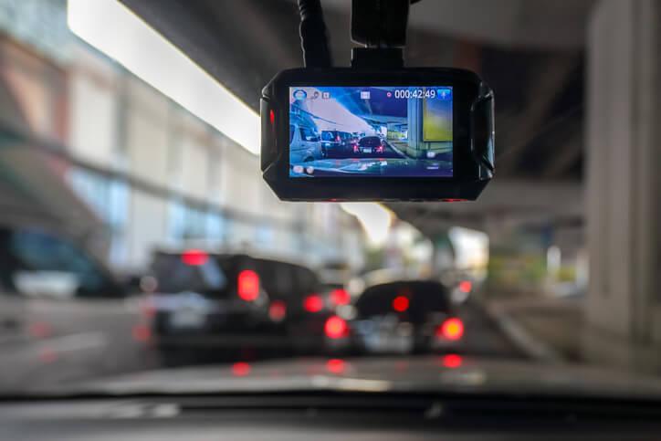 Assurance auto: payer moins cher grâce à une dashcam