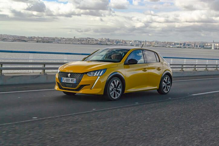 La voiture de l'année 2020 est la Peugeot 208