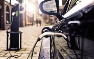Bornes de recharge de voitures électriques: + 13 % en 1 an