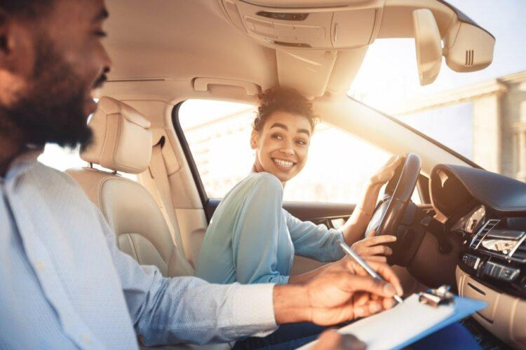 Un contrat-type pour réduire le prix du permis de conduire