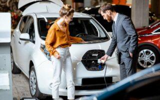 Les voitures électriques coûteraient moins cher à terme que leurs homologues à essence