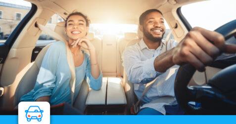 couple-heureux-voiture-electrique
