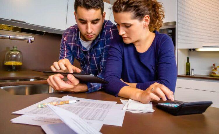 Comment sortir du surendettement grâce au rachat de crédit?