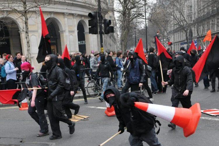 Voiture endommagée lors d'une manifestation: comment être indemnisé?