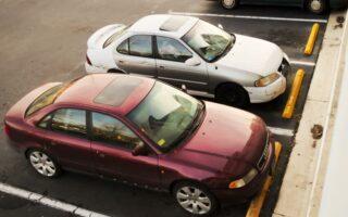 Voiture dégradée sur un parking privé: qui indemnise?