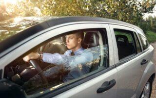 Fin de la période probatoire du permis en tant que second conducteur, faut-il souscrire un contrat à son nom?