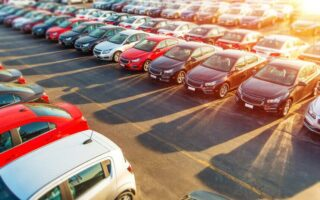 Acheter une voiture de location: les risques et les avantages