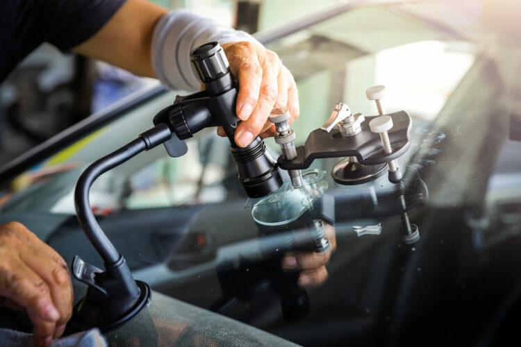 Impact sur votre pare-brise: comment faire marcher votre assurance auto?
