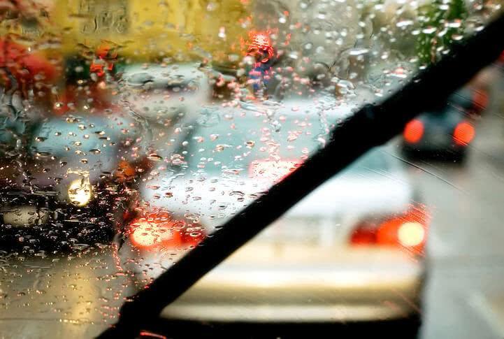 Quelques conseils pour conduire sous la pluie