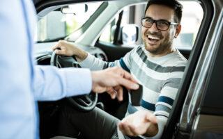 Quelle assurance auto pour une voiture de prêt?