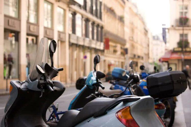Deux-roues: motos et scooters devront-ils payer pour se garer à Paris?