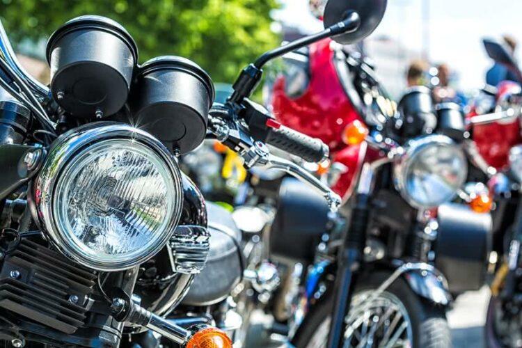 Rassemblement de motos place de la Bastille ce soir lors de la Nuit 2-roues