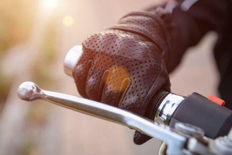 77 % des motards concernés continueront de rouler malgré les restrictions de circulation