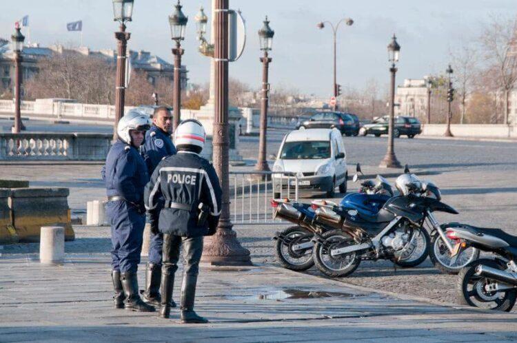 Les motards de la police dénoncent leur nouvel équipement: trop chaud et trop lourd