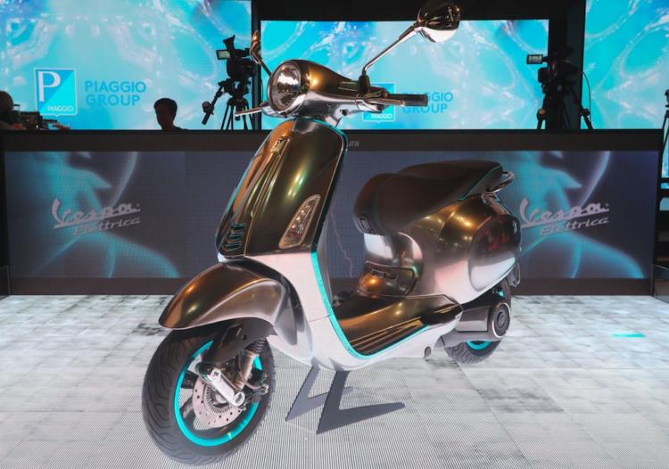 Salon de la moto de Milan: La mythique Vespa passe à l'électrique