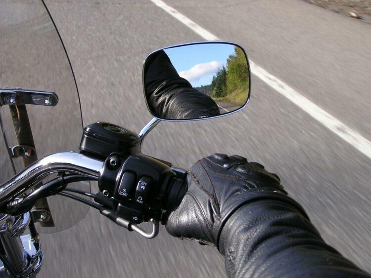 Gants connectés: Liberty Racer avertit le motard en cas de danger