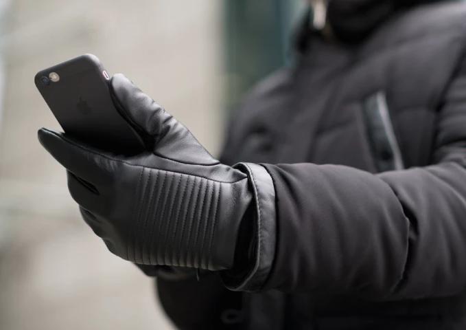 Napospy, les gants de motard connectés impossibles à égarer