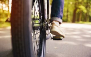 Vélos électriques: cette association les change en fauteuils roulants