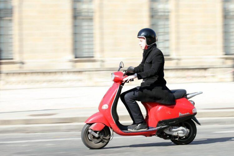Scooters en libre-service: des chartes de bonne conduite à Paris