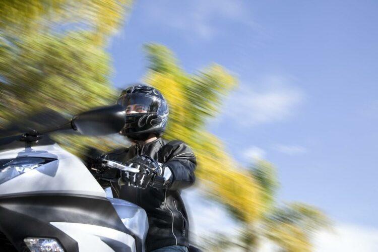 Distances de sécurité: la moto KTM Ready to « Race-pecteret » les respecte automatiquement