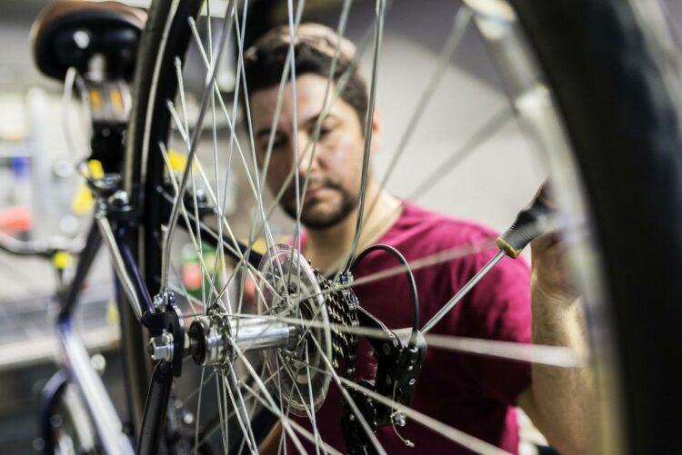 Vélo électrique: un kit amovible pour modifier votre vélo classique