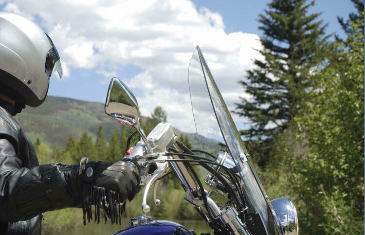 Choisir entre un scooter et une moto