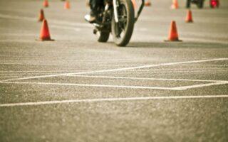 Peut-on conduire une moto sans avoir de permis?