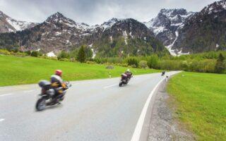 Assurance moto résiliée par l'assureur: les motifs et les solutions