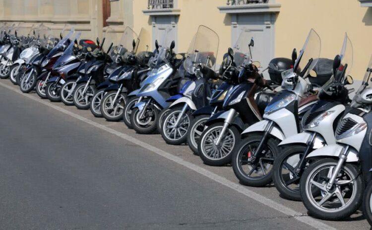 Scooter ou moto pour circuler en ville?