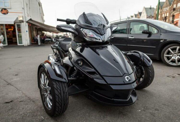 Comparatif scooter 2 roues et 3 roues | lesfurets