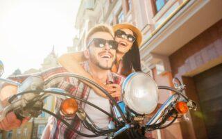 Quelles différences entre le pilotage d'un scooter et d'une moto?