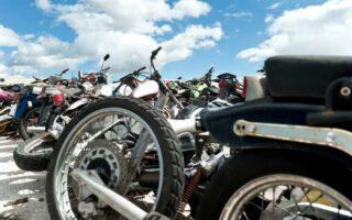 Moto abîmée en fourrière: comment obtenir réparation?