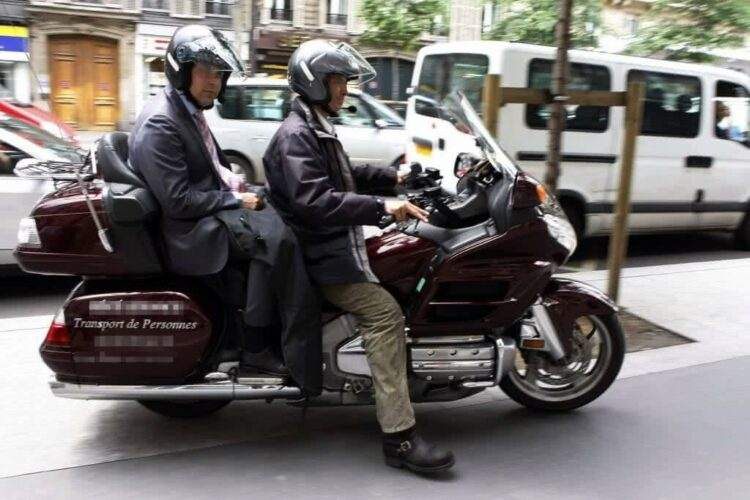 Que dit la réglementation sur les taxis-motos?