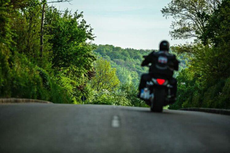 Retour du soleil: quelles précautions prendre avant d'enfourcher votre moto?