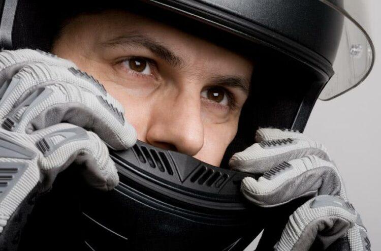À quel moment faut-il changer son casque de moto?