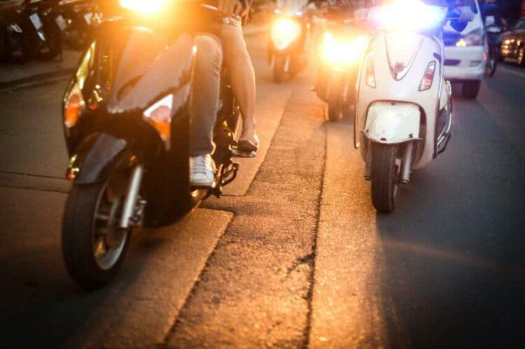 Scooter ou moto: lequel coûte le moins cher à entretenir?