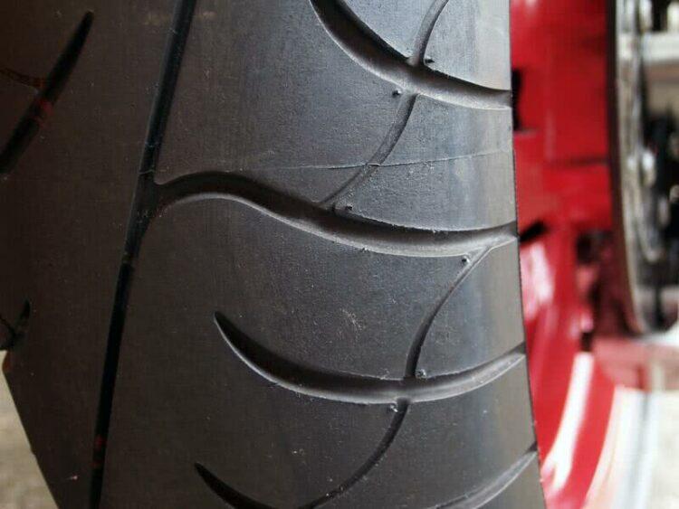 Moto: tout savoir sur le pneu hiver