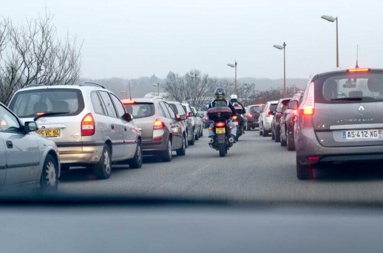 Dépassements en moto: quelles précautions prendre?