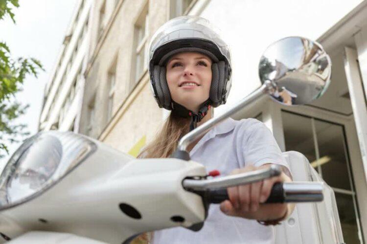 Conduire un scooter: législation, conseils et assurance