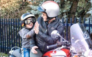 Transport d'un enfant à moto: que dit la loi?