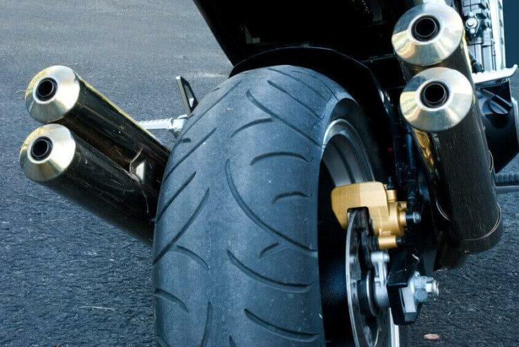Le pneu semi slick est-il autorisé sur route?