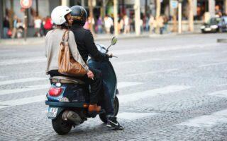 Piloter un cyclomoteur: se méfier des réflexes d'automobiliste