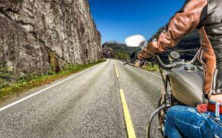 Apprenez le langage des signes des motards pour communiquer sur la route