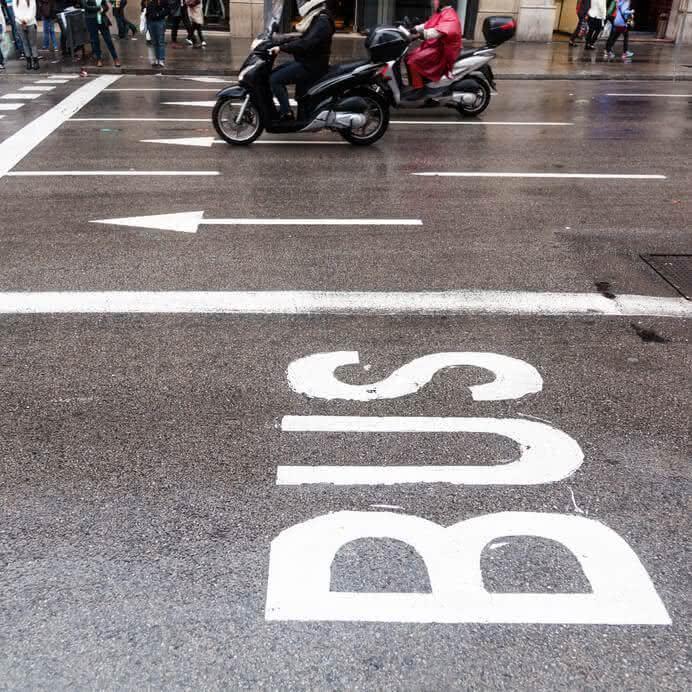 Remplacer sa voiture par un scooter en ville   lesfurets
