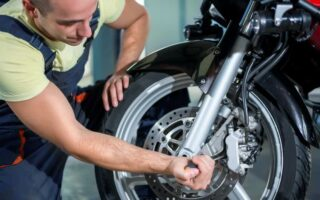 Moto: quand faut-il changer ses pneus?